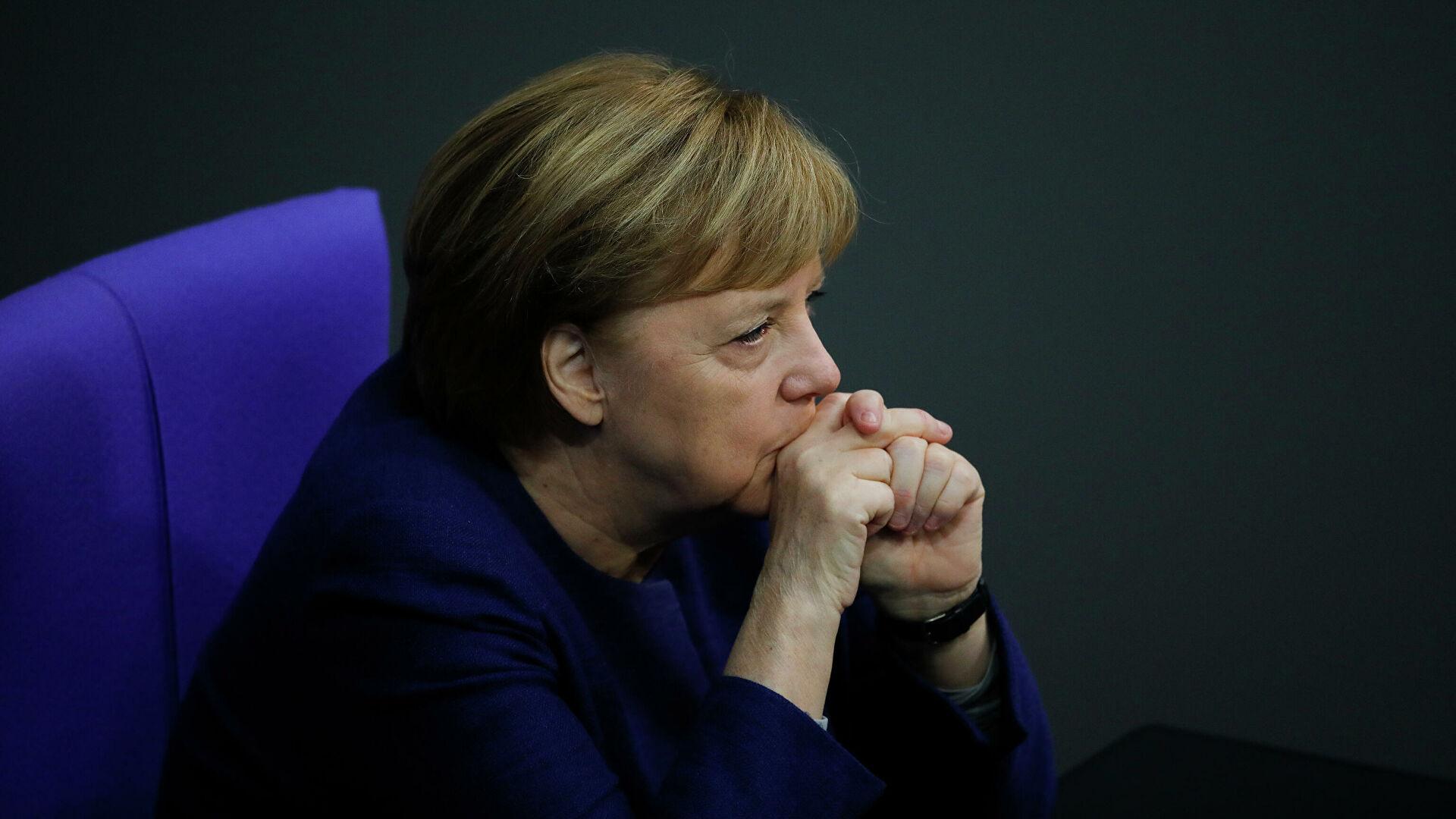 Меркель призвала к диалогу с Россией