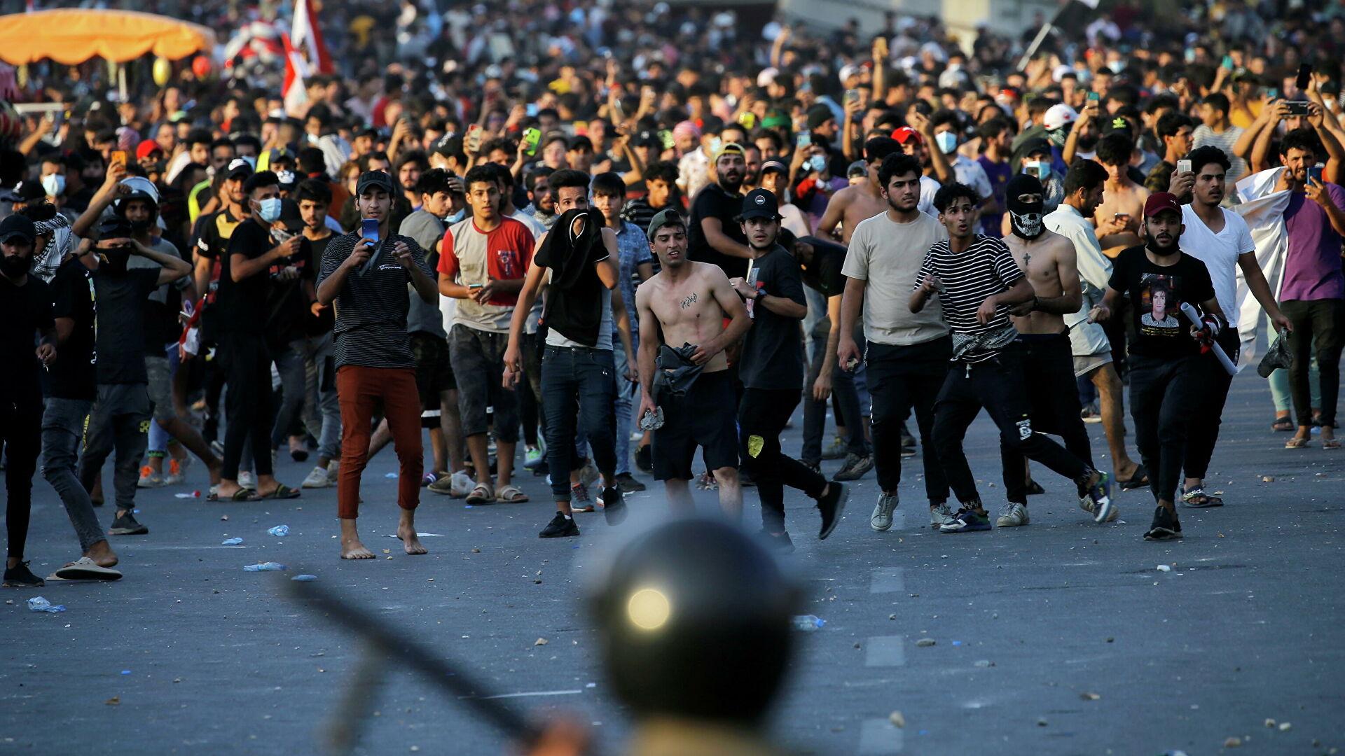 Источник сообщил о гибели протестующего на митинге в Багдаде