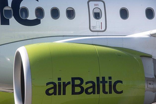 Латвия прекращает полеты из Риги в Минск