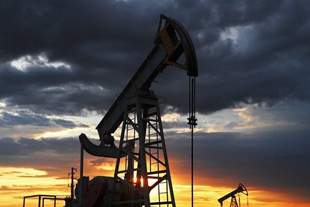 Цены на нефть слабо растут перед выходом статистики по запасам в США