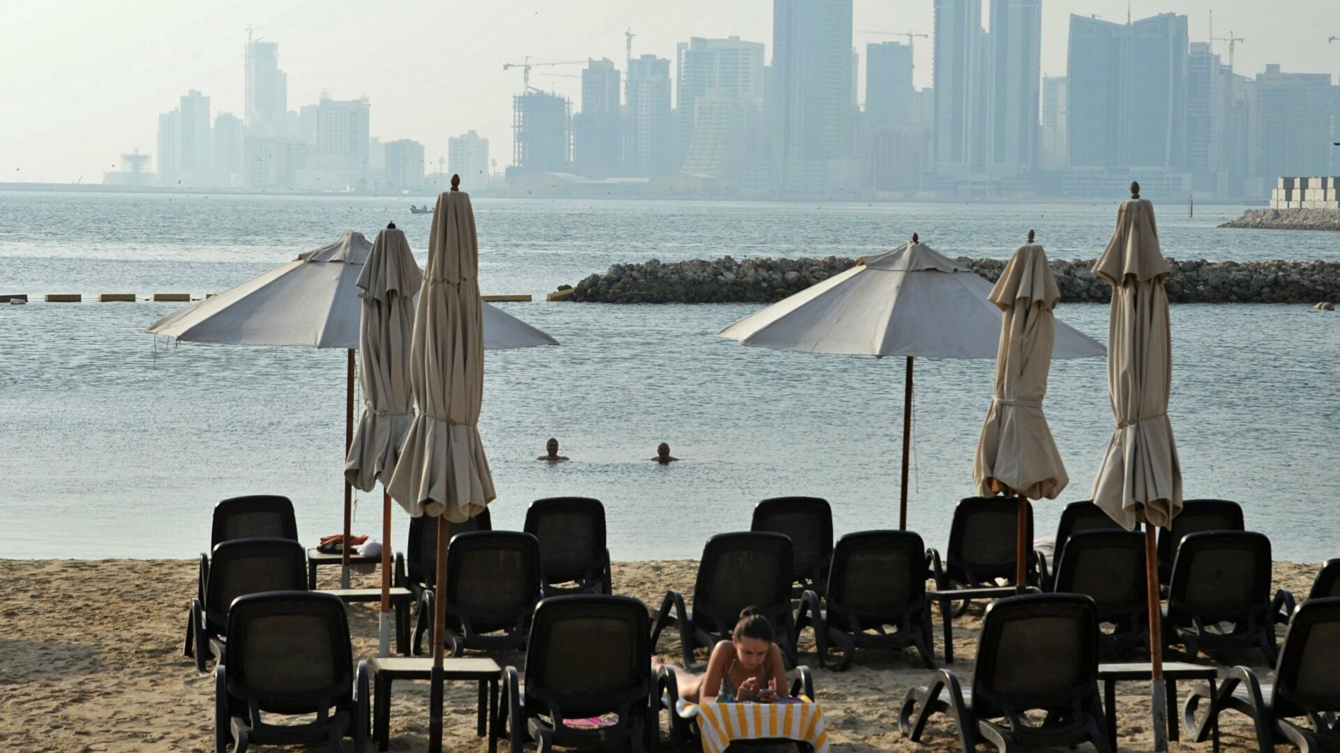 Бахрейн ужесточил запреты из-за новой вспышки COVID-19