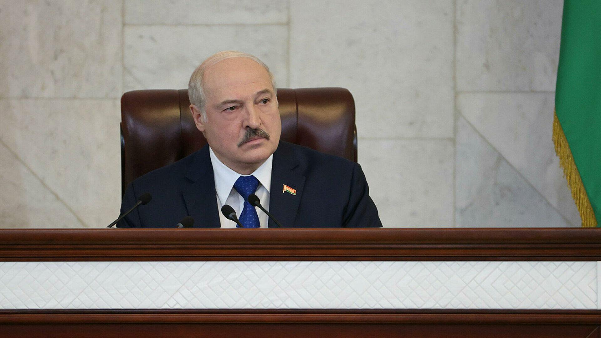 Лукашенко пообещал посадить в Минске самолет Байдена