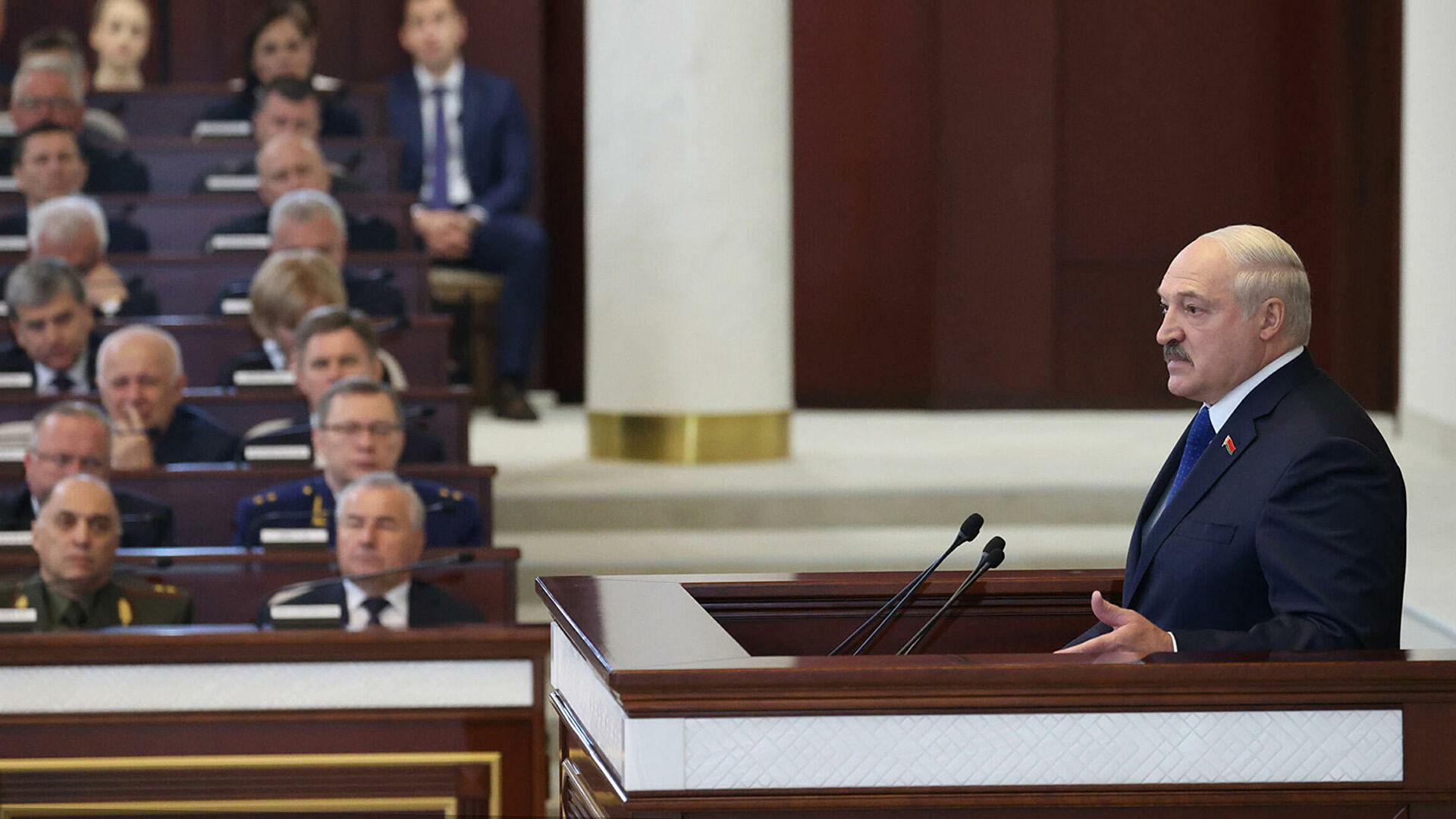 Лукашенко в шутку пригрозил посадить самолет Байдена в Белоруссии