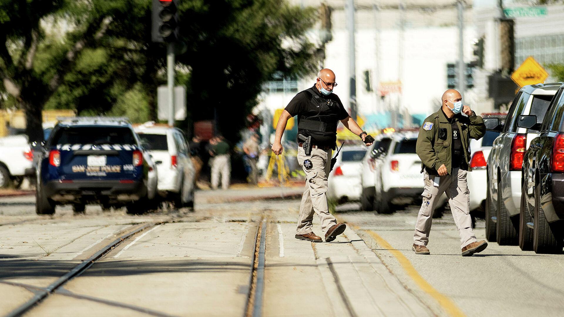 СМИ сообщили о гибели восьми человек при стрельбе в Калифорнии