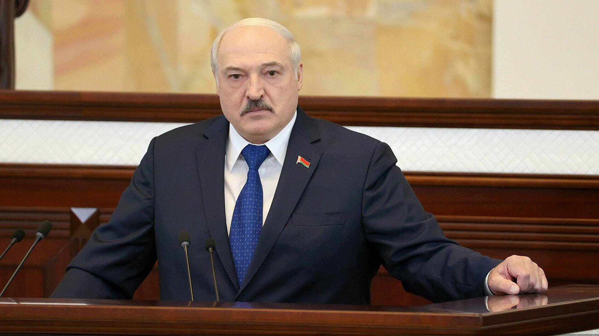 Лукашенко предложил увеличить срок полномочий депутатов