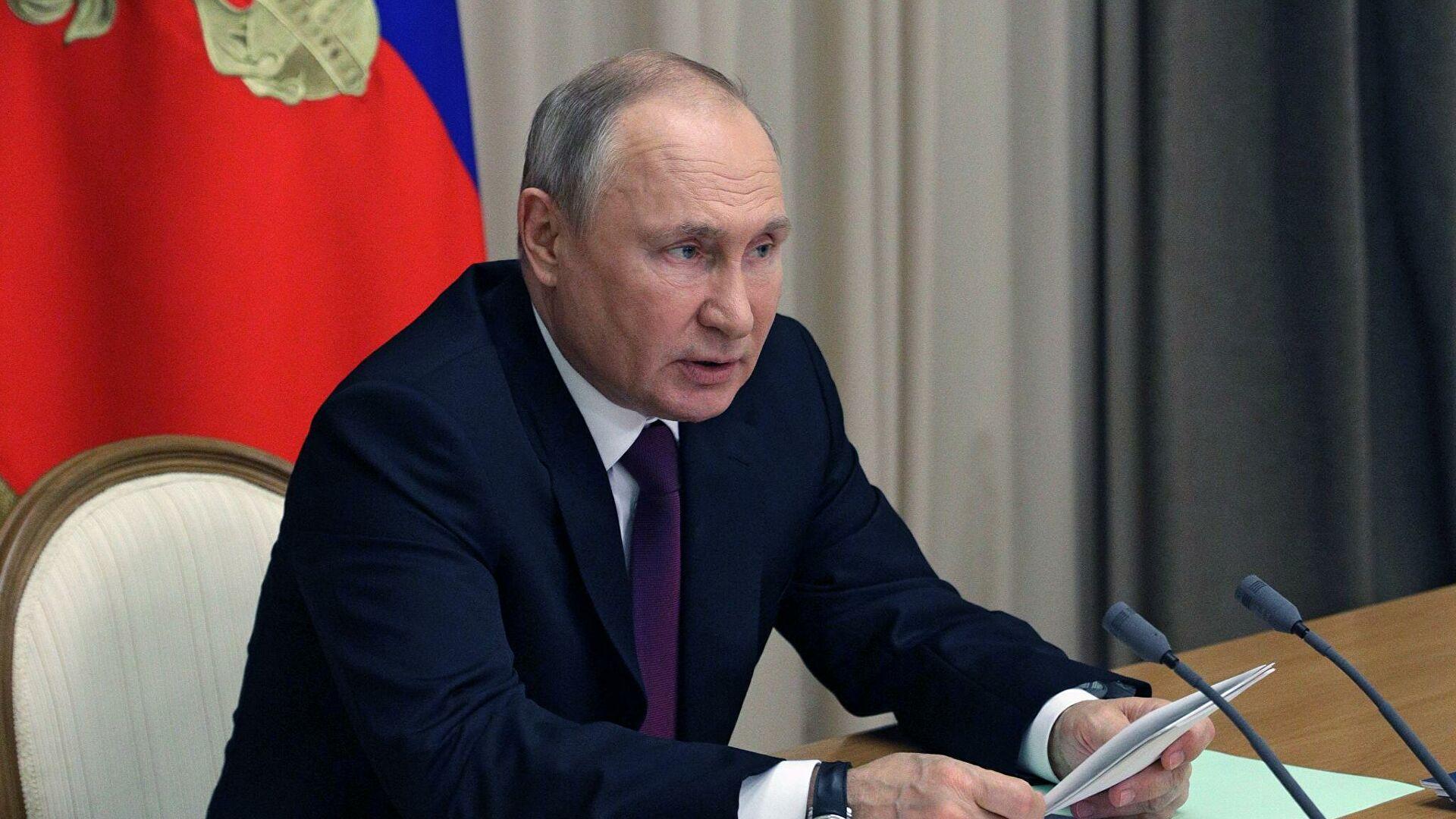 Путин потребовал завершить строительство новых кораблей в срок