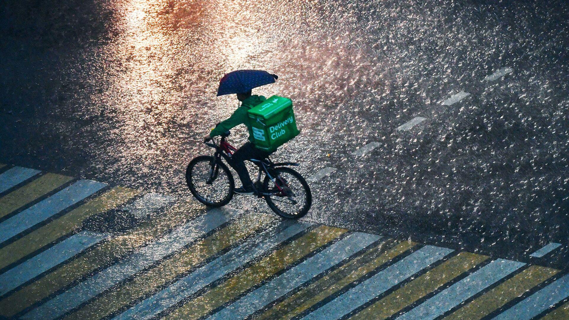 Москвичей предупредили о дожде с грозой