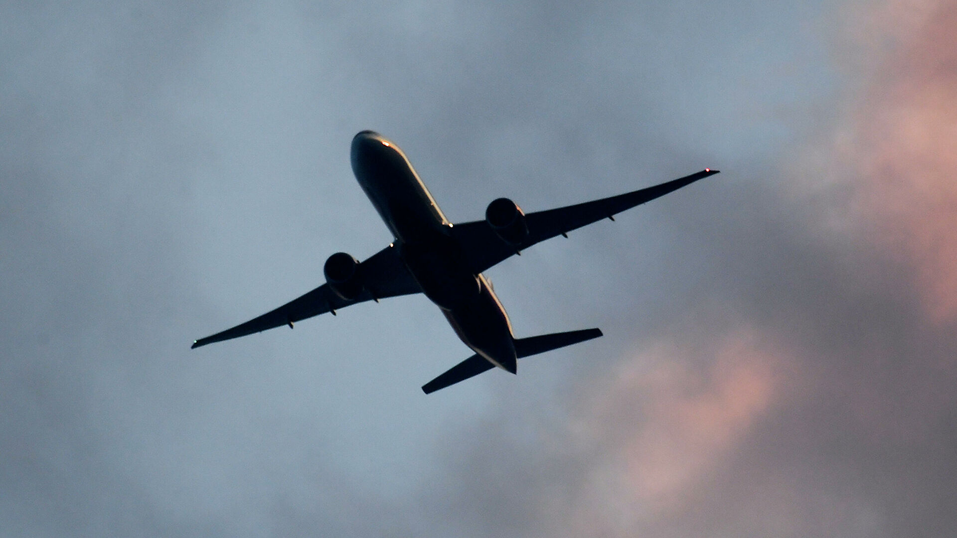 Украина закроет воздушное пространство для белорусских самолетов
