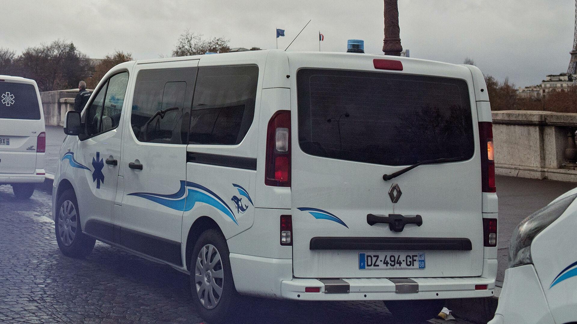 СМИ: неизвестный напал на полицейского возле французского Нанта