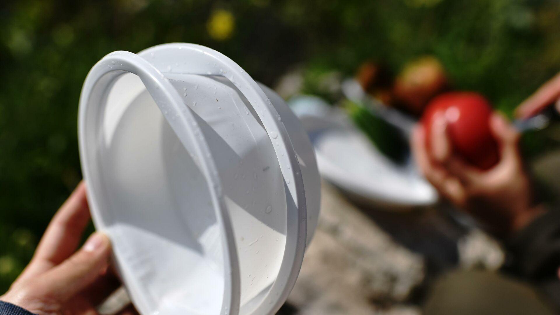 В России могут отказаться от пластиковой посуды и ватных палочек