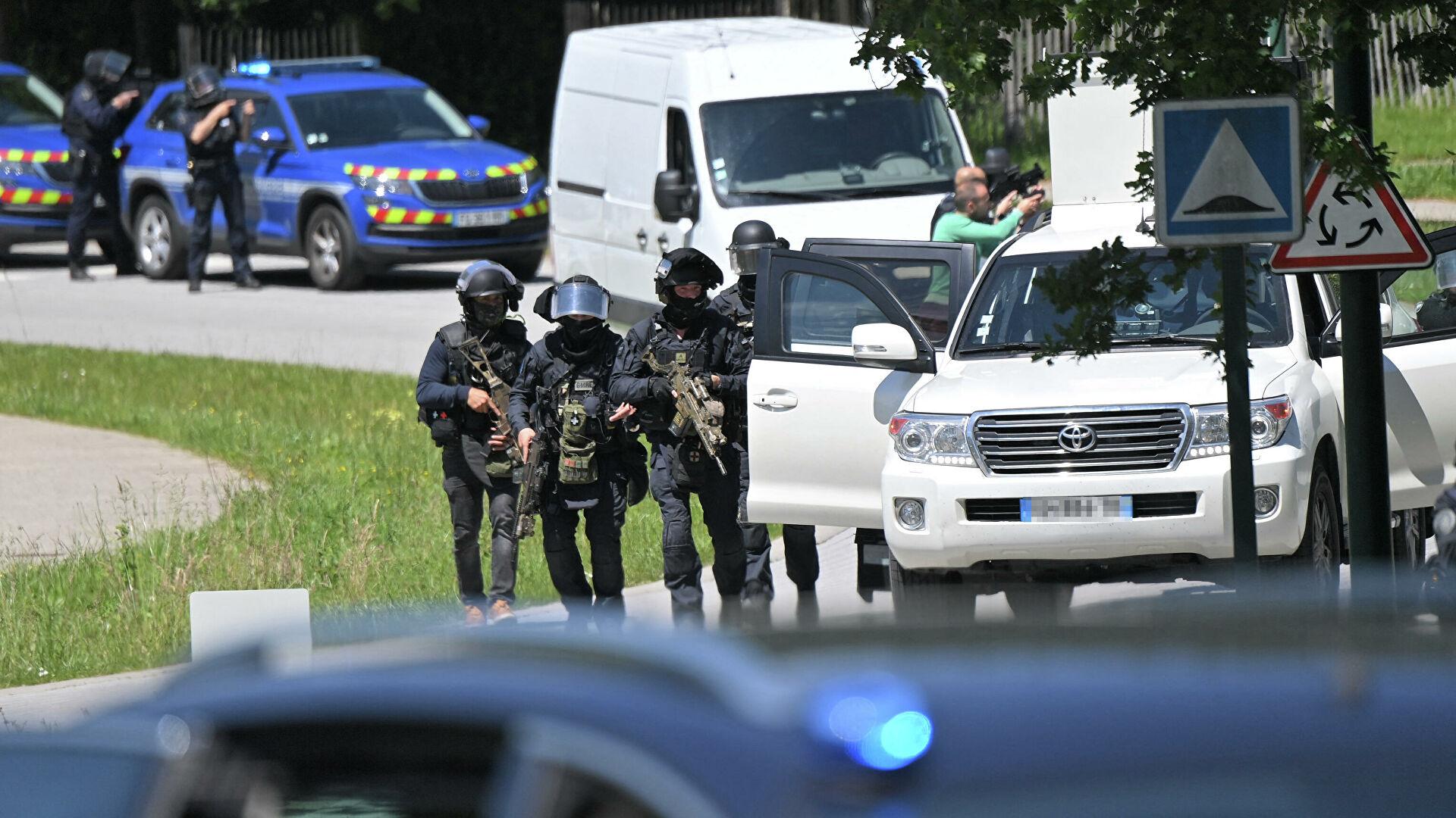 У напавшего на сотрудницу полиции во Франции была шизофрения