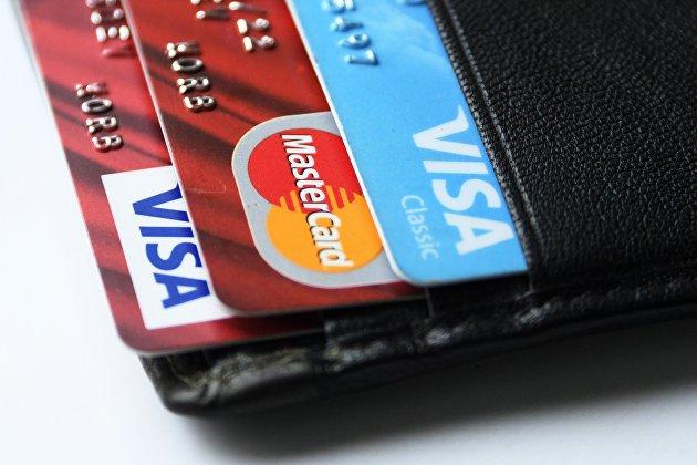 В России зафиксирован ажиотажный спрос на кредитки