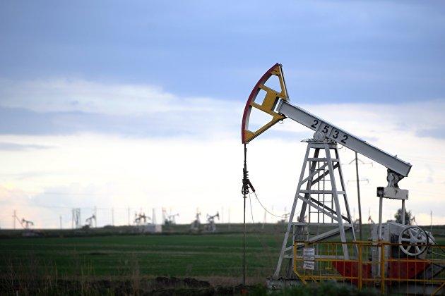 Нефть дешевеет на опасениях за спрос